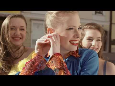 ZALA SMOLNIKAR – Deklica zaljubljena (official video)