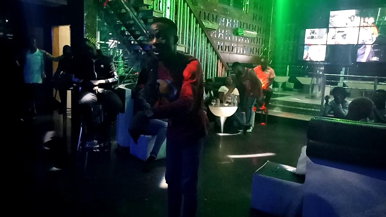 Comedian BBO @humorality with Asiri The Adekunle gold and simi joke