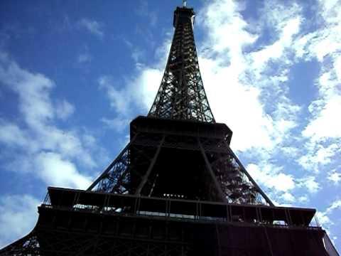 La torre eiffel se mueve youtube for Cuando se construyo la torre eiffel