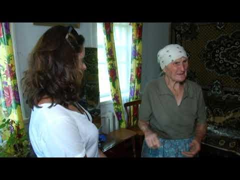 Кілька годин лупцювали та душили: Банда ромів на Київщині катувала пенсіонерку