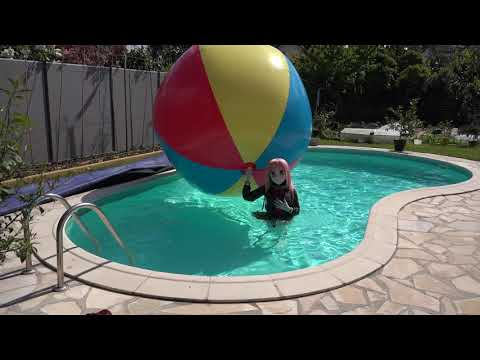 Playing with the BIG ASS BEACHBALL :D (caution with wind ^^;;;;) thumbnail