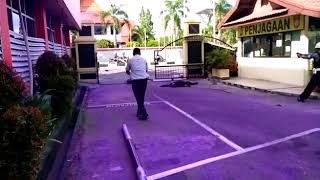 Video Serangan Teroris di Markas Polda Riau.mp4 download MP3, 3GP, MP4, WEBM, AVI, FLV Agustus 2018
