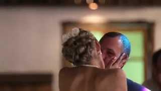 Горячая пара, как и их страстный поцелуй (свадебный клип страстных жениха и невесты)