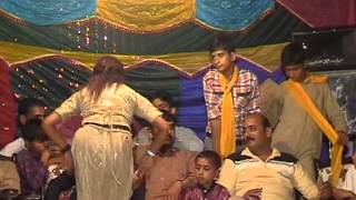 mujra dance in pakistani punjabi wedding 2012 new part 2