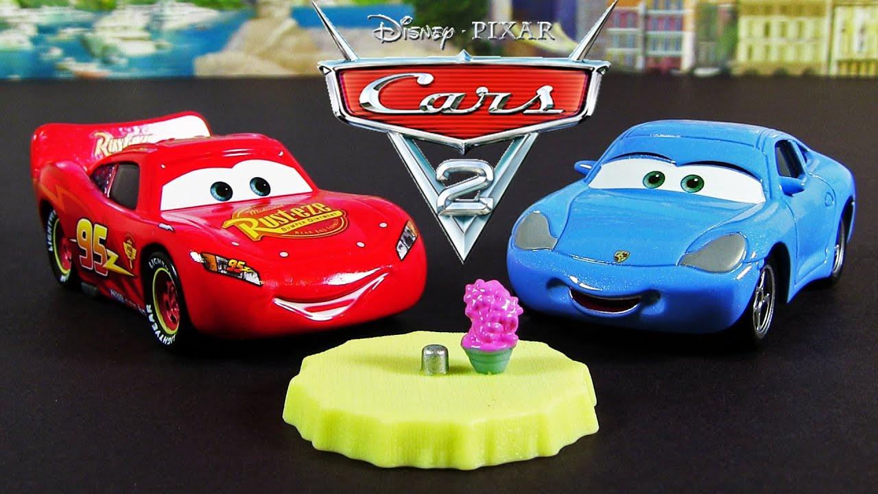 Lightning McQueen & Sally Carrera Dinner Table 2013 Movie Moments 2 Pack Disney Pixar Cars 2