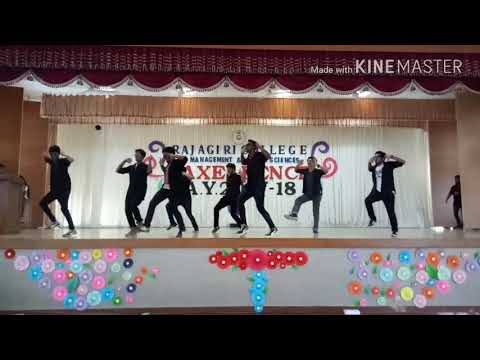Funny Dance Performance by Rajagiri College M1T boys (2015-2018)