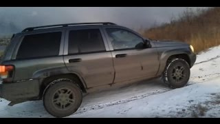 Jeep Grand Cherokee взбирается на горку