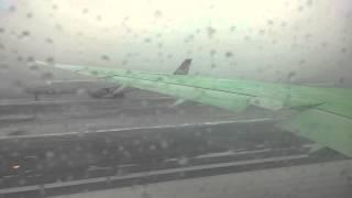 Avianca Boeing 787 Dreamliner JFK Take-off Snowing