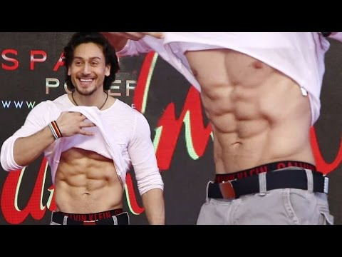Tiger Shroff's abs leave Female Fans asking for more!
