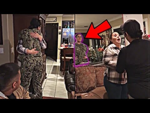 🔴 Soldier Girl Coming Home Suprise her Mother Through the Mirror For Christmas 2017 Most emotional