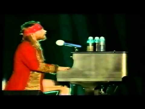 Guns N Roses - ´´Axl Rose Piano Solo`` Live Paris 92