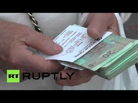 Ukraine: ATM queues mount as cash flow restored in Slavyansk
