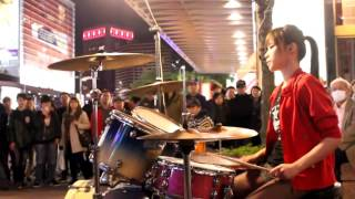 Baterista Taiwanesa Vela Blue tocando GANGNAM STYLE - DRUM COVER