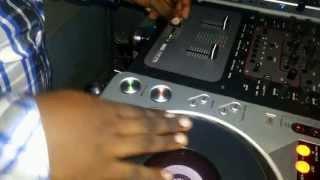 Dj Paxx Scratching Using Pioneer Cdj 800 mk2 and Rane TTM 57 SL