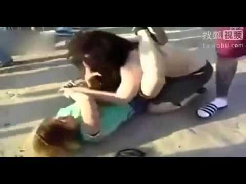 2 thiếu nữ đánh nhau xé áo  vếu viếc căng đét