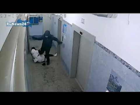 Избил девушку ни за что / RuNews24