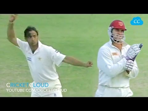 STEAMING SHOAIB AKHTAR Send-off Matthew HAYDEN after HITTING HIM TWICE !!