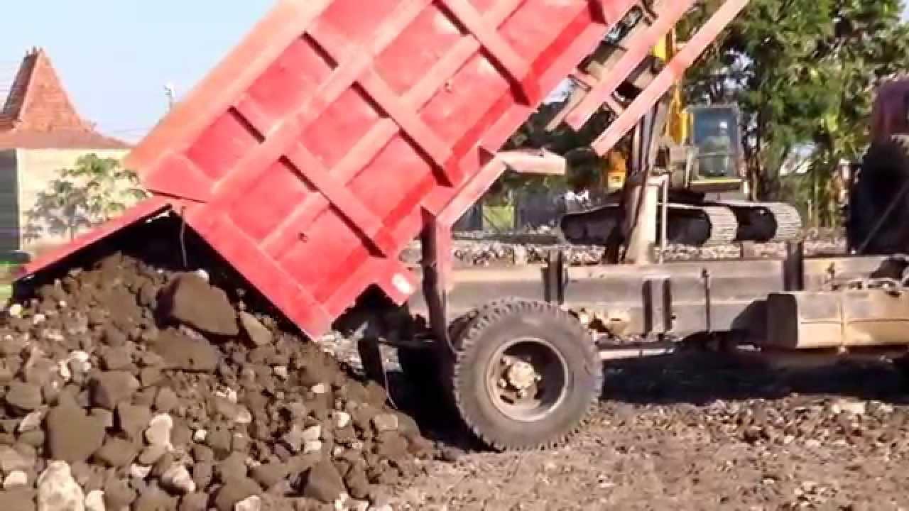 Dump Truck Toyota Dyna 130HT Unloading Dirt