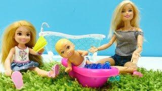 Spielspaß mit Barbie. Ein heißer Tag. Puppenvideo für Kinder