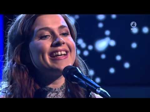 Amy Diamond  - Rockin' Around the Christmas Tree (Xmas   2013, lyrics_BR_EN @ Live)