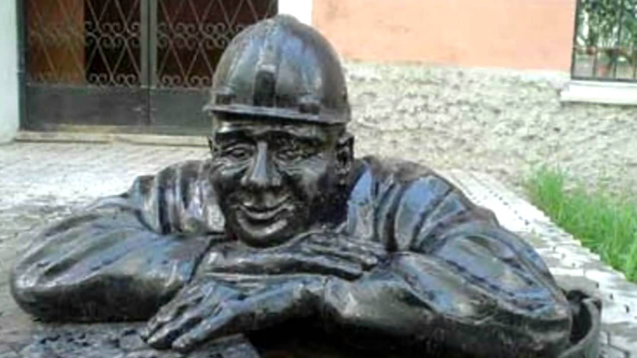 Интересные памятники в екатеринбурге цены на памятники в тамбове донскойы