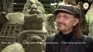 Ted Neeley opent Bijbelverhalen in zand