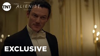 The Alienist: A Tale of Burns, Sass, & Insults [EXCLUSIVE] | TNT