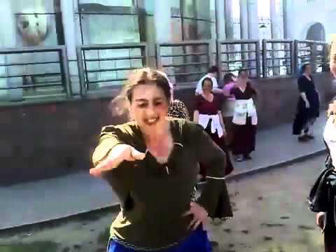смотреть ролики онлайн бесплатнокамедия про цыган приколы