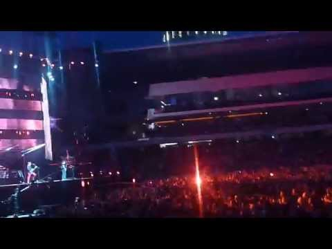 Muse - Time Is Running Out (Live HQ Stade De Suisse)