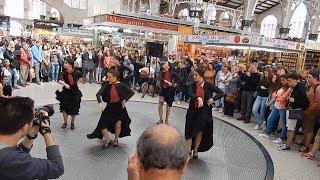 Жизнь в Испании. Танец Фламенко на Центральном рынке в Валенсии.(Иногда бывает, что обычный поход за продуктами в Испании может принести интересные встречи. В этот раз,..., 2016-05-02T10:11:04.000Z)