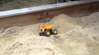 Tamiya 1/32 dump truck sandpit course