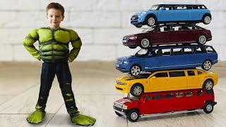 Марк растянул машинки и превратил их в большие лимузины.