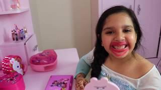 शफ़ा और उसकी दोस्त ने एक beauty contest खेलने का नाटक किया।