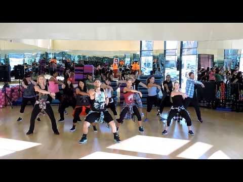 Dance Craze: 2NE1