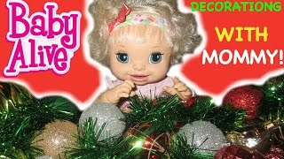 BABY ALIVE Making Christmas Wreath With Mommy And Ruby Snow