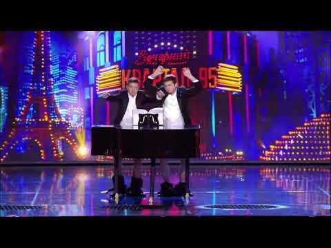 Президент Украины играет на рояле President Of Ukraine Dick Playing The Piano
