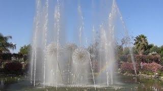 מזרקת מים מוזיקלית בפארק אוטופייה.
