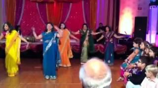 Video Awesome Aunts at Vij wedding download MP3, 3GP, MP4, WEBM, AVI, FLV Juli 2018