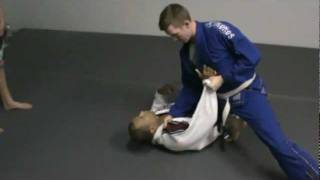 Butt Grab Knee on Stomach Escape.MPG