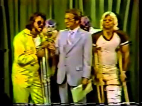 Jimmy Hart rallies destructing First Family (7-18-81) Classic Memphis Wrestling Heels