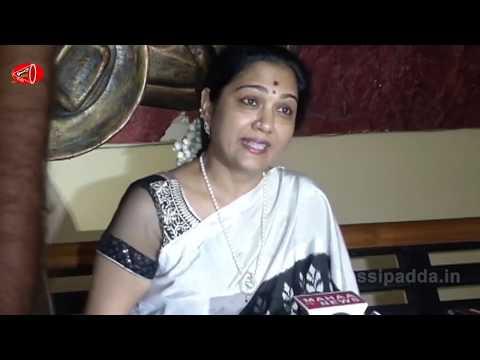 చెల్లి అంటూ బట్టలు ఇప్పించి వీడియోలు తీసుకున్నాడు...| Hema Fires on Media over Sri Reddy Controversy
