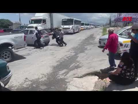 Mujer ocasiona accidente vial al ignorar señal de alto