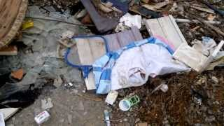 Baixar Rua Abandonada Continua Sendo Depósito de Lixo