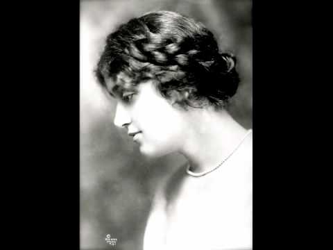 Soprano Alma Gluck  ~  L'Heure Exquise  (1917)