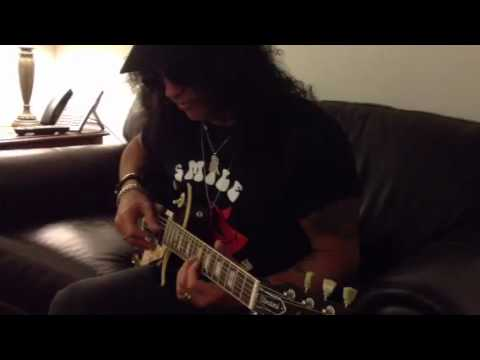 Slash plays our Les Paul
