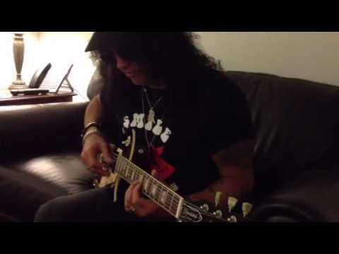 Slash plays our Les Paul