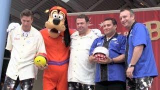 Baixar Goofy helps dedicate Splitsville Luxury Lanes at Downtown Disney West Side