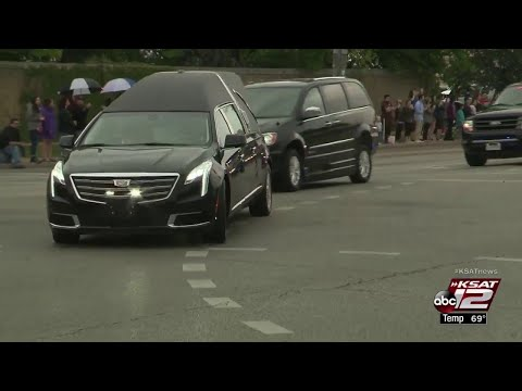 VIDEO: Spectators follow former first lady Barbara Bush's motorcade to give final goodbyes