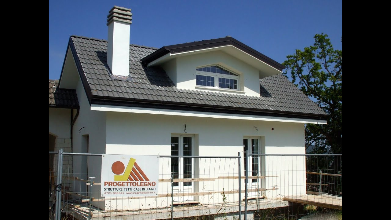 Costruzione di una casa singola in legno con sistema a