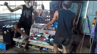 Download Video Vidio lucu tukang las geblek MP3 3GP MP4
